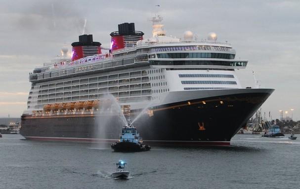 Disney cruise line job benefits